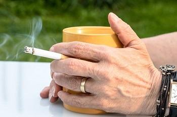 お酒やタバコ